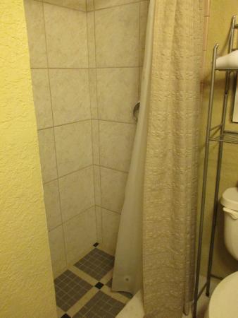 Inglis, FL: Cottage 6, shower interior