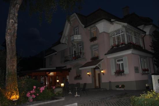 Swiss Inn Hotel & Apartments: view at night