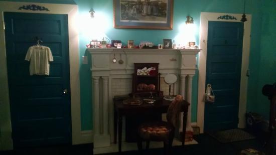 The Inn of the Patriots B & B: Baby Ruth Room