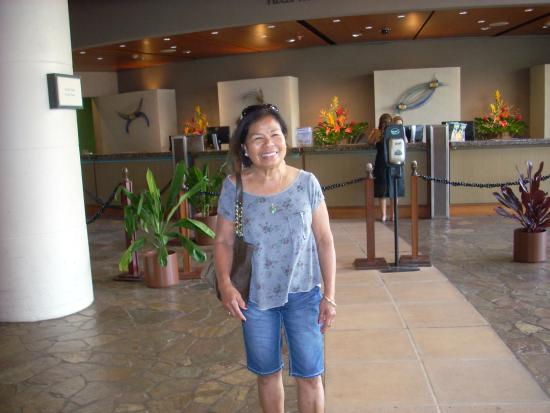 Hale Koa Hotel: Picture of part of lobby check in area.