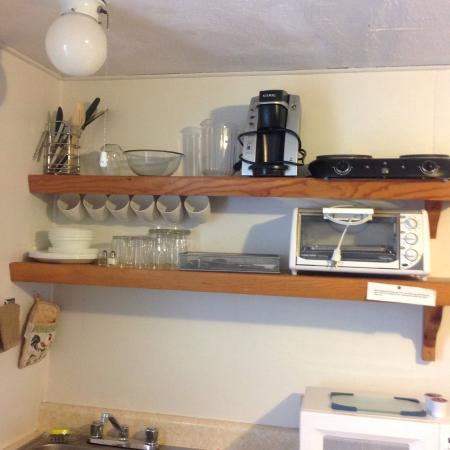 Llangolan Inn & Cottages: Part of kitchenette