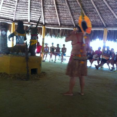 Reserva Pataxo da Jaqueira: Palestra da india da tribo...contando a história dos indios em Porto Seguro e os ´portugueses...