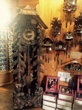 Black Forest Hill Cuckoo Clock Centre