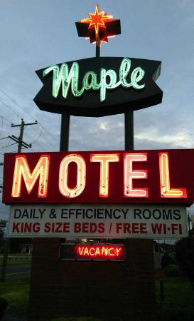 ‪Maple Motel‬