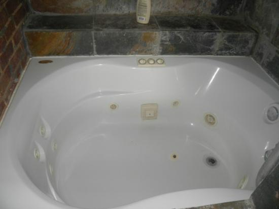 Susanna's Guest House: Great water pressure and soft water! So relaxing with the Jet tub!