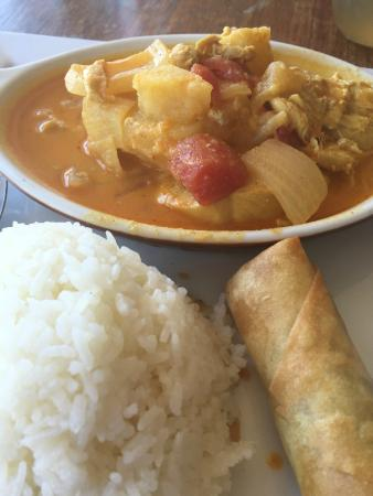 Charn Thai Restaurant: Yellow Curry Chicken and Potatoes