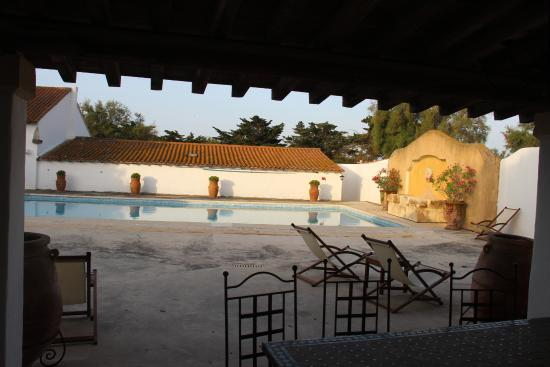 Hotel de Cacharel: Swimming Pool Area