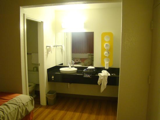 Motel 6 Chicago O'Hare - Schiller Park : Room