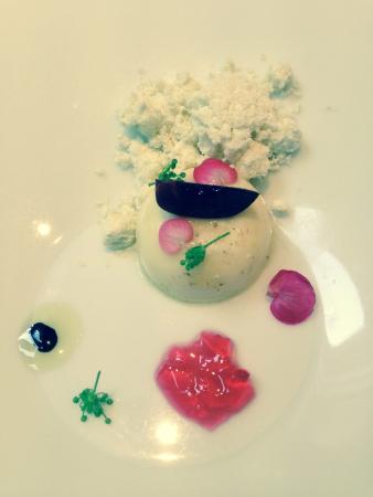 Restaurant Feu: 手作りモッツァレラチーズとオリーブオイルのパウダー