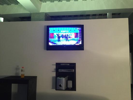 Sercotel Habitat Hotel : TV