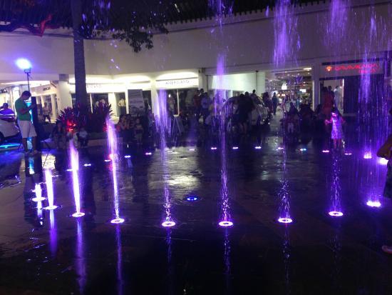 Fuente con agua, música y luces sincronizadas - Picture of Centro ...