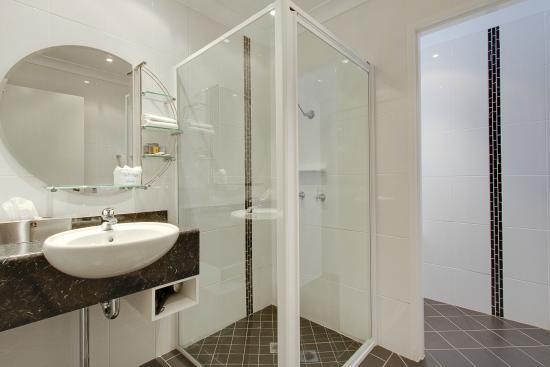 Comfort Inn Parkes International: Modern Refurbished Bathrooms