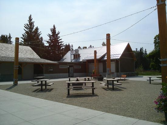 Bowness Park: Picnic tables