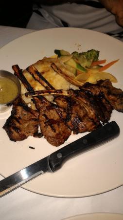 Joe Theismann's Restaurant: New Zeland lamb chops