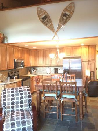 The Crestwood Condominiums: Kitchen