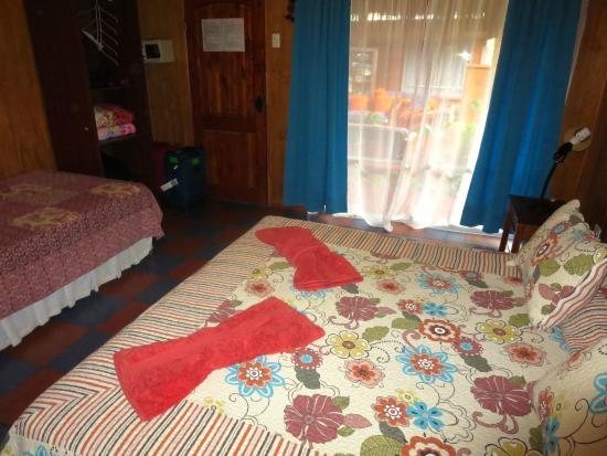 Kaimana Inn Hotel & Restaurant: Beds