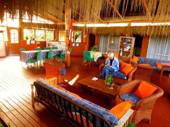 Kaimana Inn Hotel & Restaurant: Commons Area