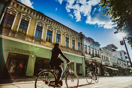 Kaunas, Lituânia: Laisves avenue