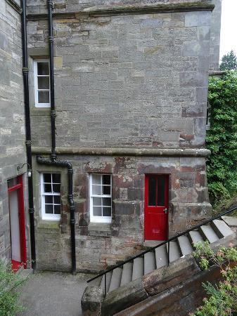 Stravithie Castle: entrance to guest area