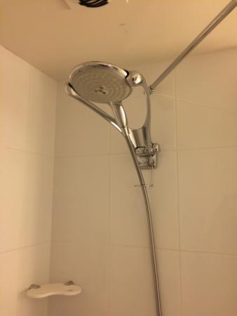 Novotel Bordeaux Aeroport: La salle de bain