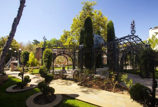 Grand Hills, a Luxury Collection Hotel & Spa: Garden
