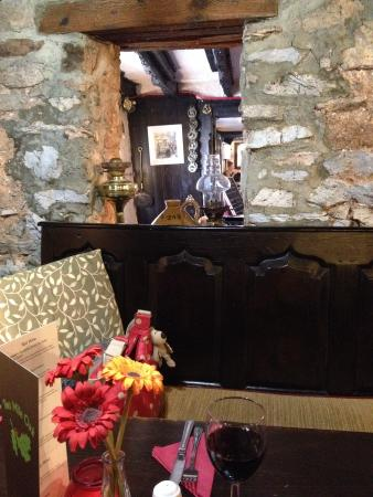 Two Mile Oak Inn: Inside