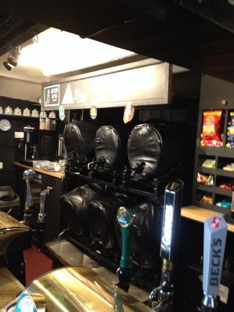 Two Mile Oak Inn: Bar 1