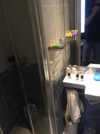 Hotel de la Paix Paris: Bathroom shower, stand up