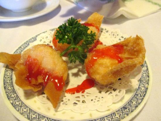 Mandarin Court: deep fried prawn dumplings