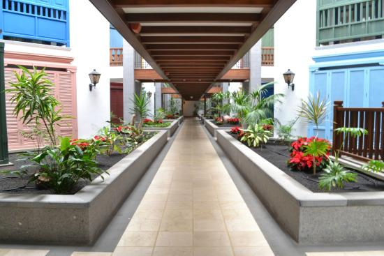 Princesa Yaiza Suite Hotel Resort: Hallway to rooms