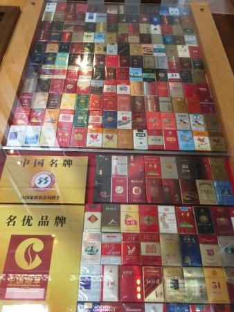 Hongta Mountain: 到地標紅塔山公園, 遊遊烟事博物館。悠閒自得!
