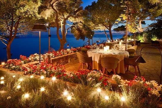 Vouliagmeni, Greece: ITHAKI RESTAURANT OUTSIDE