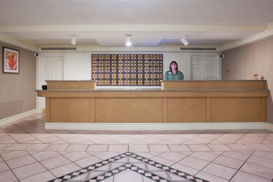 La Quinta Inn Denver Central: Front Desk
