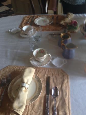 Proctor Mansion Inn : Table for breakfast