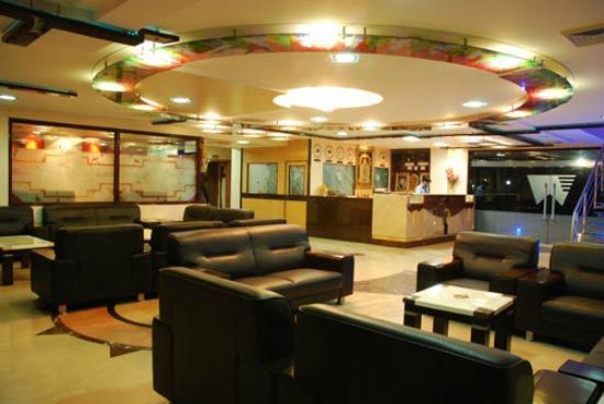 Wingston Hotel: Reception Area