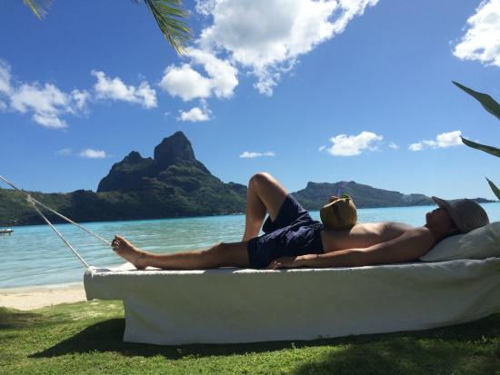 Eden Beach Hotel Bora Bora : relax on the beach with cocoa