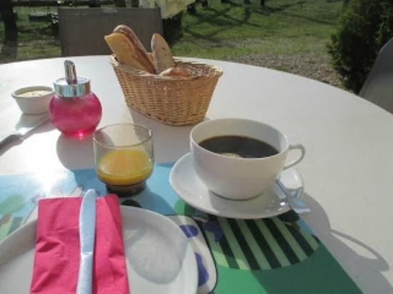 Saint-Etienne-la-Thillaye, ฝรั่งเศส: Breakfast included