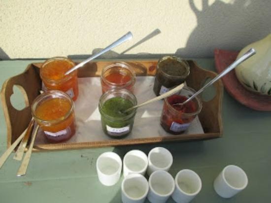 Saint-Etienne-la-Thillaye, ฝรั่งเศส: Breakfast jam selection