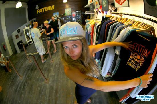 Maximum Surfcamp: Tour Guide Fatum Factory