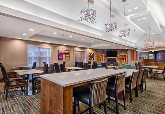 residence inn mt laurel at bishop 39 s gate updated 2017. Black Bedroom Furniture Sets. Home Design Ideas