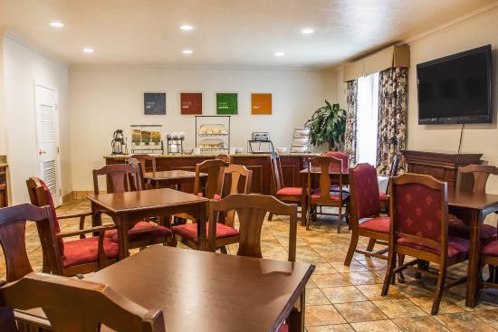 Comfort Inn & Suites: CABKFAST