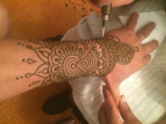 Mehndi Tattoo For Hand : Henna tattoo hand picture of marrakech art cafe
