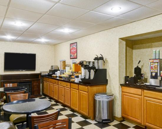 Econo Lodge: WVBreakfast