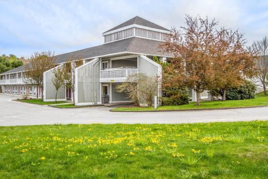 Econo Lodge Freeport: Exterior