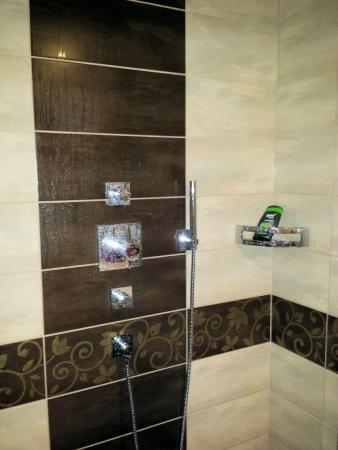 Badezimmer (breite Dusche) - Bild von Kaunertaler Hof, Feichten ...