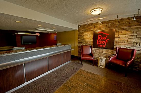 Red Roof PLUS+ Pittsburgh Monroeville: Lobby