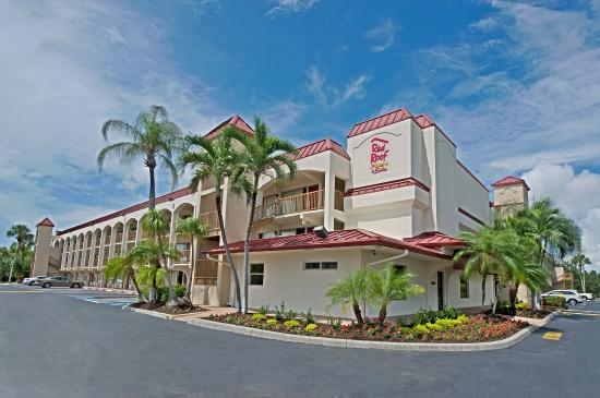 Red Roof Plus+ and Suites Naples