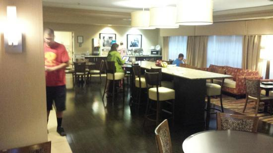 Hampton Inn Corydon: Breakfast