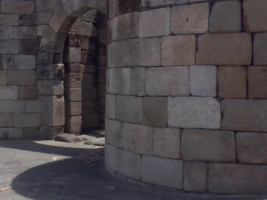antigua puerta principal del recinto murado