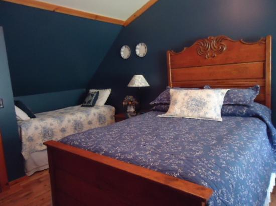 Cliff Haven Farm B&B: The blue room